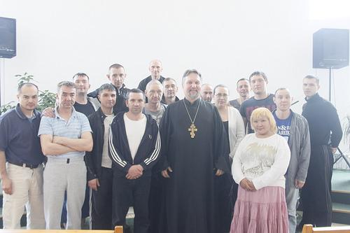 Священники в центре